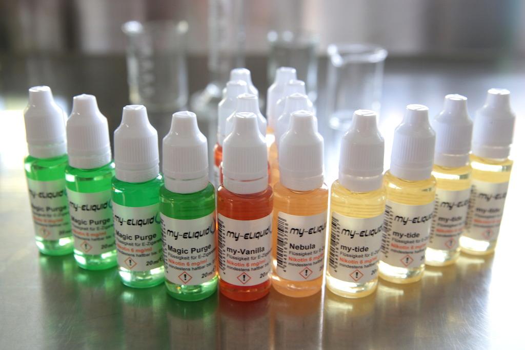 Auswahl an verschiednen Liquids für die E-Zigarette