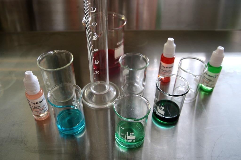 Zutaten für Liquids in unterschiedlichen Mischverhältnissen